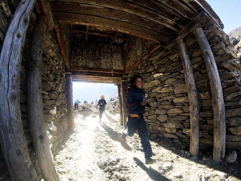2 Sama village school kids sprinting under the finish stupa